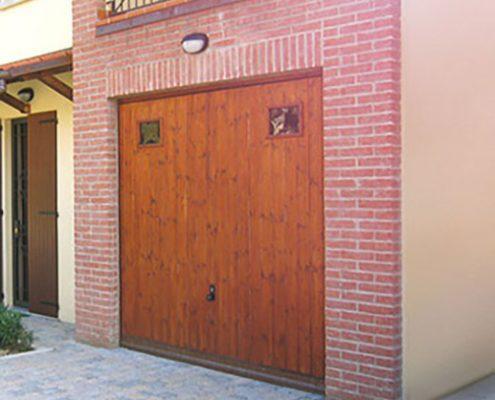 Porte basculanti con motivi grecati