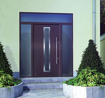 Porta d'ingresso con sopraluce ed elementi laterali